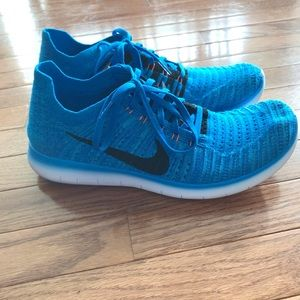 Blue Nike tennis shoes